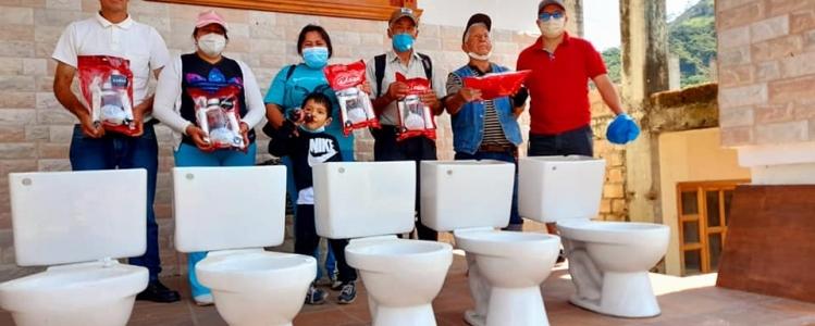 ENTREGA DE SERVICIOS HIGIENICOS A FAMILIAS DEL BARRIO UCHIMA