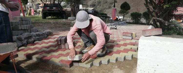 RECONSTRUCCIÓN DEL PARQUE CENTRAL DE LA PARROQUIA.